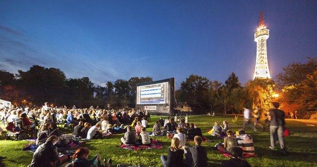 Kinobus vyjede podeváté: Čeká ho 14 zastávek a 52 promítacích večerů