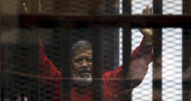 Bývalý egyptský prezident půjde na 20 let za mříže. Odvolat se nelze