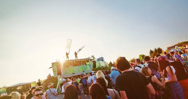Hudební festivaly patří k létu.