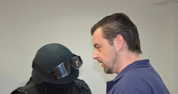 Petr Kramný poprvé ve vězeňském mundúru: Nikoho jsem křivě neobvinil, tvrdil u soudu