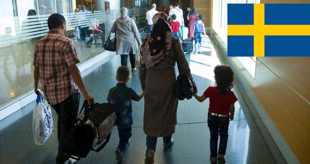Uprchlíci opouštějí Švédsko: Na cestu dostanou 214 tisíc