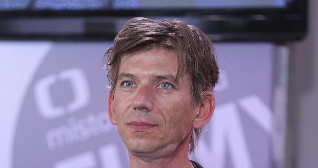 Režisér Jiří Strach je hubený.
