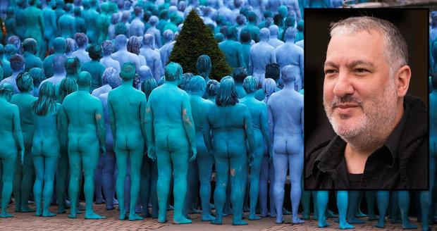 Modrá je dobrá! Moře těl kontroverzního fotografa zaplavilo ulice New Yorku