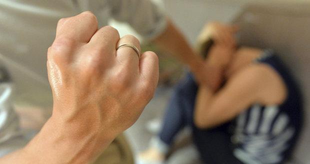 Hodonínští kriminalisté nyní vyšetřují otřesný případ domácího násilí. Tyranovi hrozí až 8 let vězení.