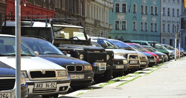 V Praze 4 začnou parkovací zóny platit od července (ilustrační foto).