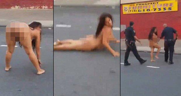 Zdrogovaná žena předváděla nahá neuvěřitelné kreace na silnici. Byla pod vlivem drog.