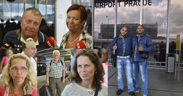 Úleva, jsme doma: Češi se vrátili z Turecka do Prahy, převratu unikli