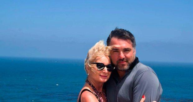 S přítelem Václavem Pleskou, který je o 19 let mladší, jsou spolu pět let a stále se mají rádi.