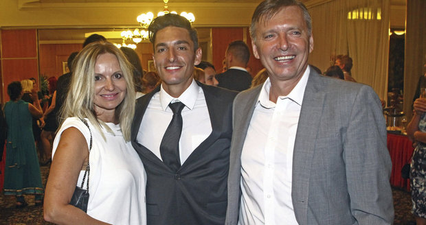 Michal Hrdlička s rodiči.