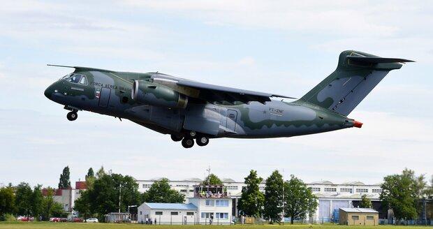 Supermoderní vojenský letoun poprvé křižuje české nebe. Má konkurovat Američanům