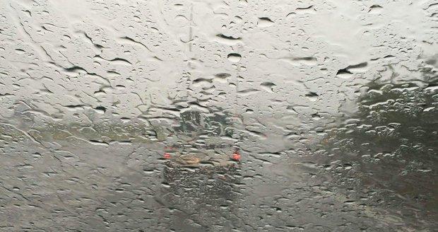 Počasí v Praze komplikuje vydatný déšť.