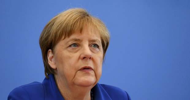 Merkelová na grilu: Atentátníci si hráli na uprchlíky a vysmáli se nám