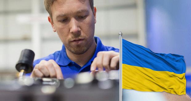 """Vláda """"zalepí"""" 140 tisíc pracovních míst Ukrajinci. Odbory: Čechů máme dost"""