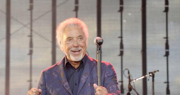 Tom Jones zazpíval několik svých hitů.