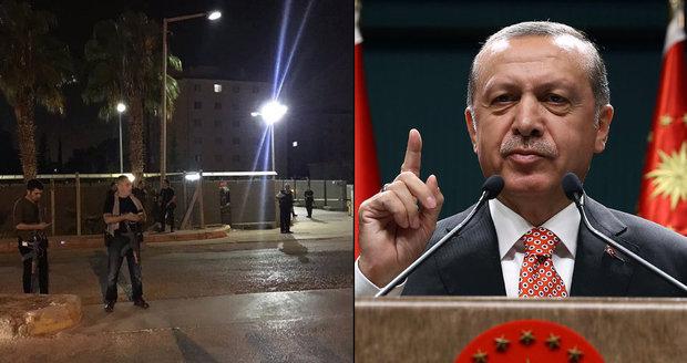 Základnu NATO v Turecku obklíčila policie. Prý kvůli přípravě dalšího puče