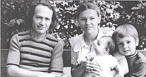 Rocker s rodinou, kterou mu vzala rakovina. Manželka Jana zemřela v roce 1991 a syn o 10 let později. Přežila jen dcera Marta.