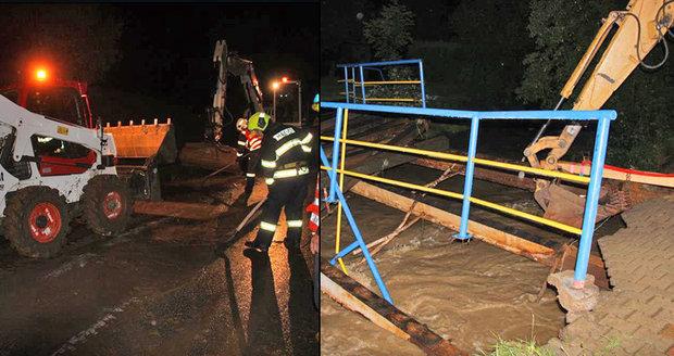 Přívalové deště rozbouřily vodní toky a vytápěly sklepy na Valašsku.