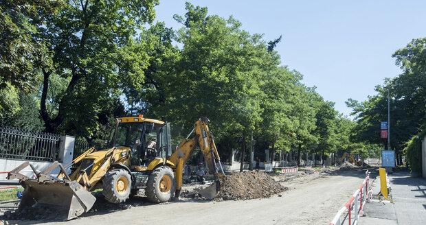 Průtah Břeclaví je v dezolátním stavu, v pátek a sobotu tu budou silnice frézovat.