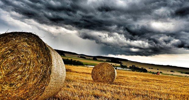 Neděle proprší a k vydatnému dešti se přidají i bouřky. Sledujte radar