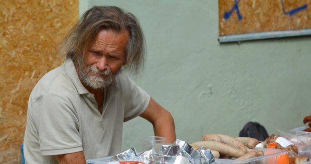 V Praze bude víc výdejen obědů pro bezdomovce.