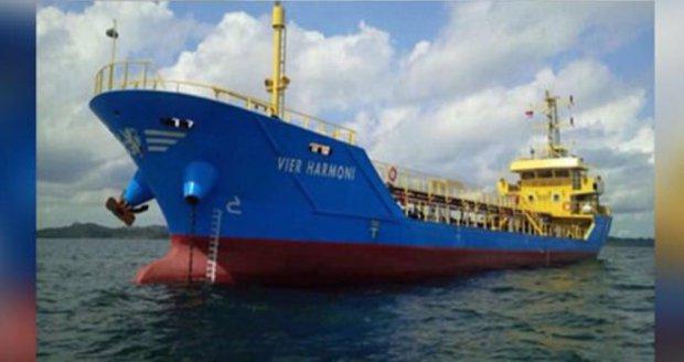 Vzpoura posádky na ropném tankeru. Vezli naftu za 10 milionů