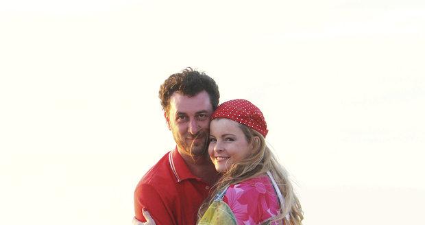 Martucci a Iveta Bartošová na pláži