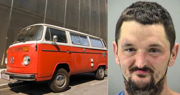 Michael William Henson byl zatčen za sex s dodávkou.