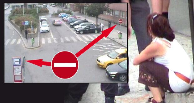 Pila a řídila. Strážníci načapali řidičku, když vjela do zákazu vjezdu.