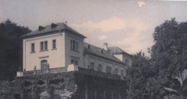 Šlechtova restaurace patří mezi nejohroženější pražské památky. Postavena byla v roce 1689 až 1692.