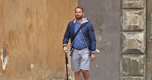 Jan Révai prožívá léto s ortézou na noze.