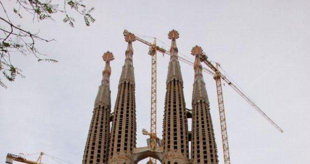 Monumentální La Sagrada Família je jednou z nejpozoruhodnějších staveb na světě.