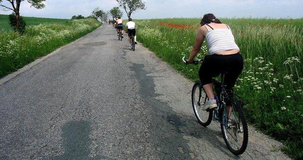 Agresor na cyklisty v Troji vytáhl rozbitou lahev. (ilustrační foto)