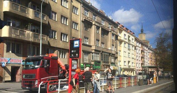 Kolony v ulici Jugoslávských partyzánů