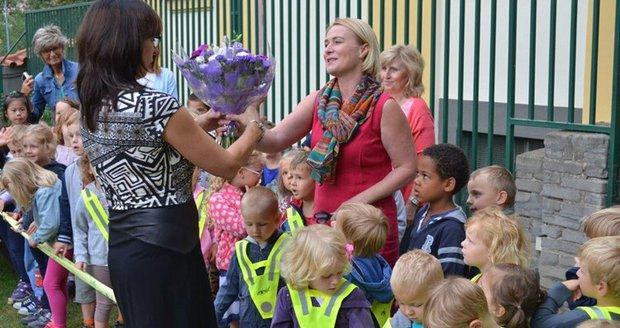 Děti na Vinohradech mají nové hřiště. Otevřít ho přišla starostka Jana  Černochová. d276889fe6