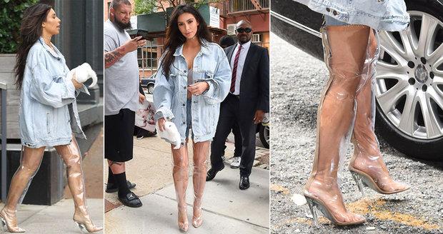 Kim Kardashian se ukázala v průhledných kozačkách! Nožky musí být ... 0097ed3b97