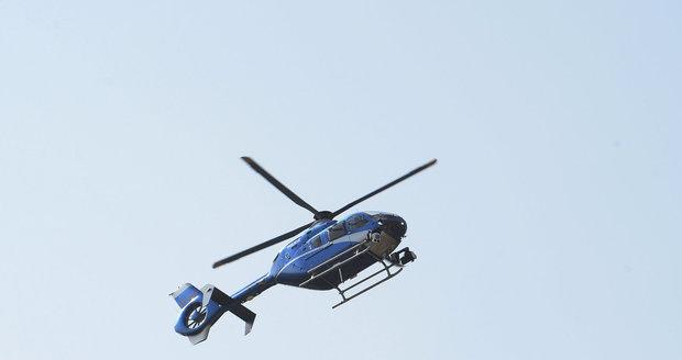 Děti oslnily vrtulník při vzletu laserovým paprskem.