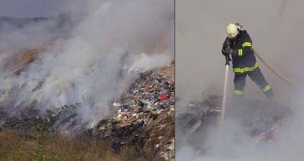 Požár skládky na Berounsku: Hasiči vyhlásili druhý stupeň poplachu!