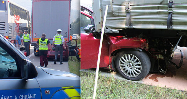 Šílená sebevražda u Tachova: Náraz do kamionu přežil, tak skočil pod autobus