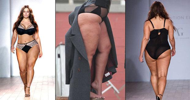 4f020706c Ashley Graham to na newyorském týdnu módy rozjela. Promenádovala se sem a  tam.