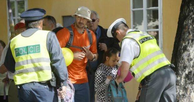 Bezpečnostní kontroly u Pražského hradu dočasně zruší.