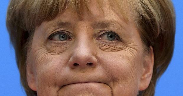 Merkelová je Orbán v sukních? Její ministr by běžence posílal do táborů v Africe