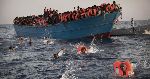 """Superstráž na hranicích i nová technika: EU řeší, jak """"vyzrát"""" na uprchlíky"""