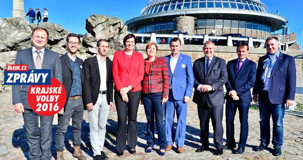 Devítka kandidátů z Libereckého kraje se střetla v Bleskové debatě přímo na Ještědu.
