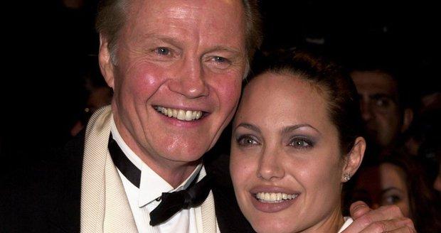 Jon Voight a Angelina Jolie možná mají příbuzné na Slovensku.