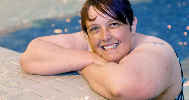 Donna McMahon se strachu z vody zbavila až po třiceti dlouhých letech.