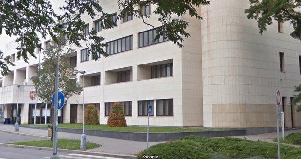 Oprávnění k parkování v nově zavedených modrých zónách v Praze 8 si můžete vyzvednout U Meteoru 6, Praha 8 – Libeň.