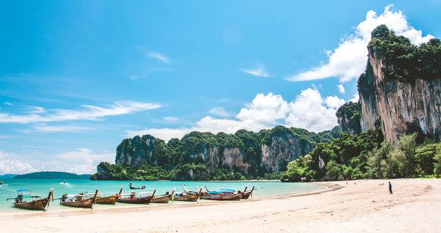 Thajsko se může chlubit rajskými plážemi. Jedna z nejkrásnějších je pláž Railay poblíž města Krabi.