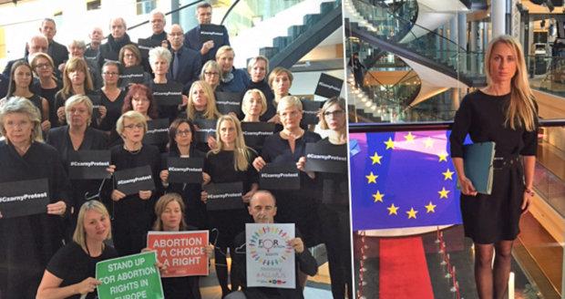 """Genocida! Nejsme inkubátory! Europarlament se """"štěkal"""" o potratech v Polsku"""