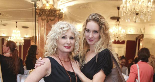 Světlana Nálepková s dcerou Josefínou Nesvadbovou