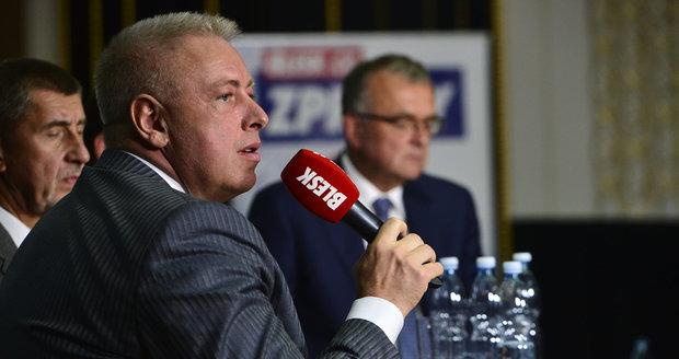 Premiér Bohuslav Sobotka vyslal za ČSSD do debaty svou pravou ruku Milana Chovance, ministra vnitra.